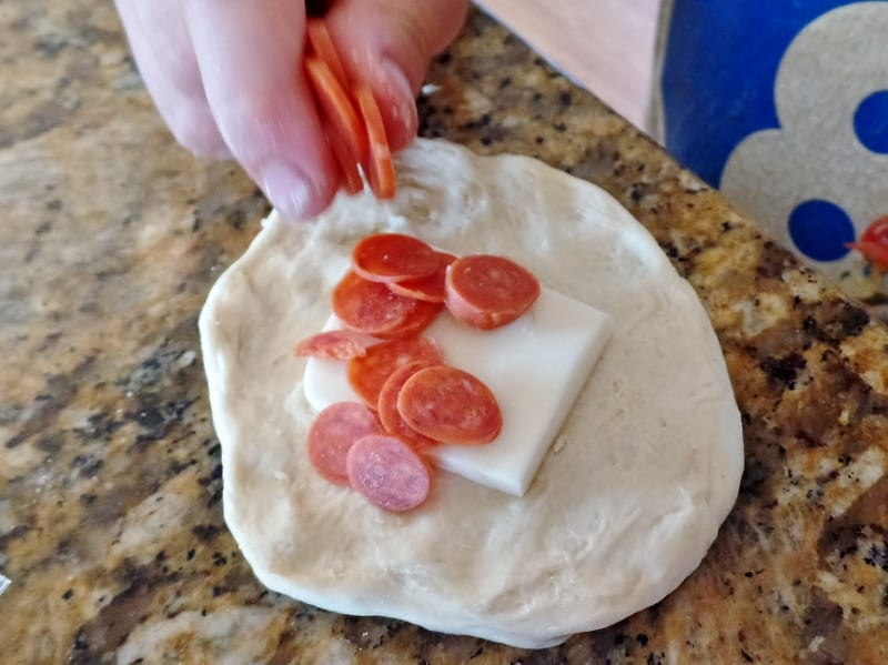 Pepperoni Rolls - simple rolls stuffed with pepperoni and cheese. West Virginia Pepperoni Rolls. Kids recipes.